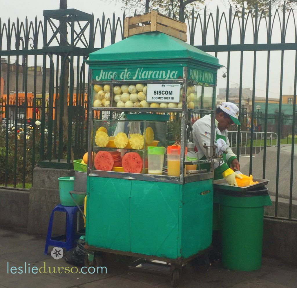 fresh fruit juice carts in Lima
